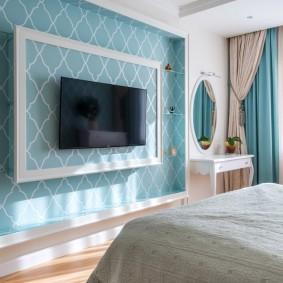 Ниша для телевизионной панели в спальне родителей