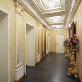 Серый пол в коридоре классического стиля
