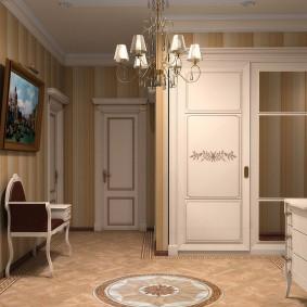 Обои в полоску в коридоре квартиры улучшенной планировки