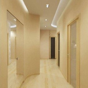 Парящий потолок в коридоре минималистического стиля