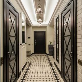 Черные двери со стеклянными вставками