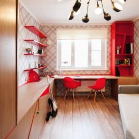 Красные полки на стене детской комнаты