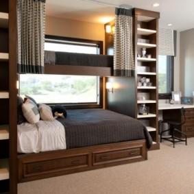 Коричневая мебель в спальне подростка