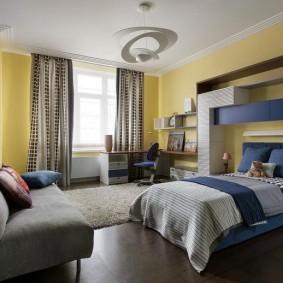 Просторная спальня для школьника средних классов