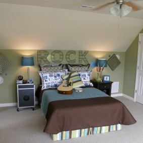 Стильная спальня для юного любителя музыки