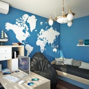 Карта мира на синей стене