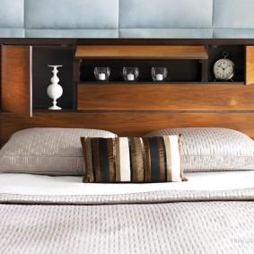 Изголовье кровати со встроенными полками