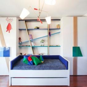 Распашные шкафы в детской комнате