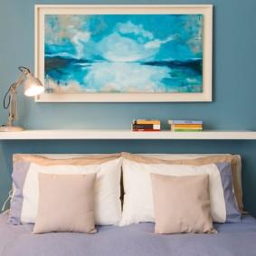 Современная живопись в интерьере спальни