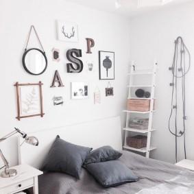 Полка-этажерка в детской спальне