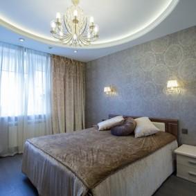 Уютная спальня с обоями серого цвета