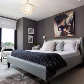 Серый каркас двухспальной кровати
