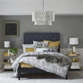Современная кровать с изголовьем серого цвета