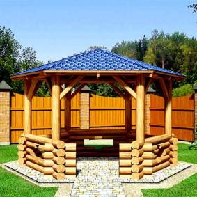 Дизайн загородного участка с беседкой из дерева