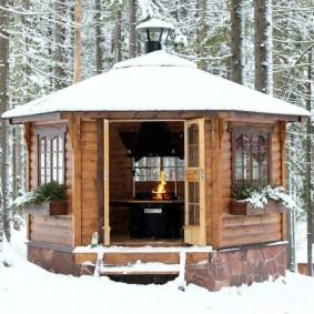Фото деревянной беседки в зимнее время