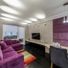 Узкая гостиная с угловым диваном