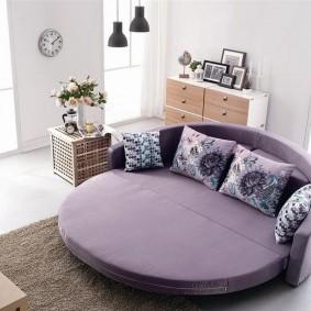 Круглый диван с тканевой обивкой