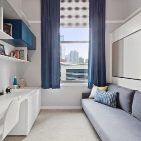 Синие шторы в спальне мальчика