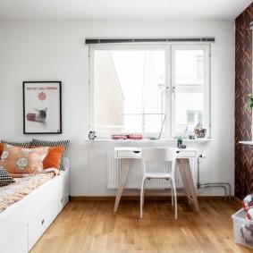 Консольный столик в спальне девочки