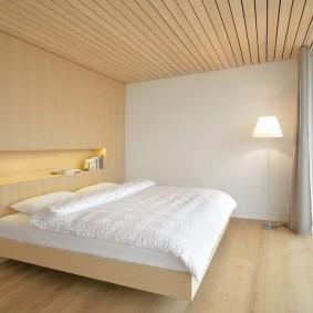 Минималистический интерьер спальни в частном доме