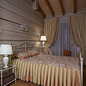 Маленькая спальня в деревенском доме