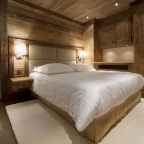 Освещение в спальне частного дома