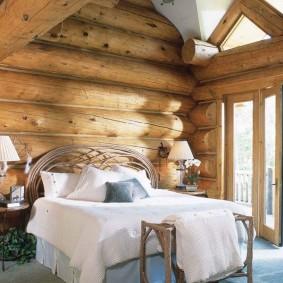 Красивая спальня с выходом на террасу