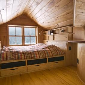 Встроенная кровать с выдвижными ящиками