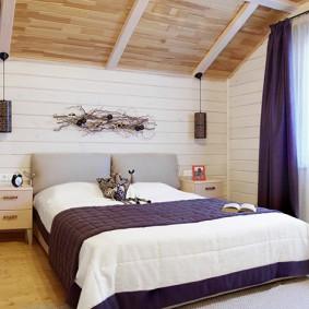 Фиолетовый текстиль в интерьере спальни