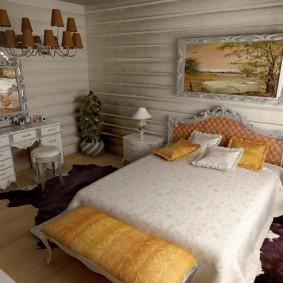 Спальная комната с отбеленными стенами