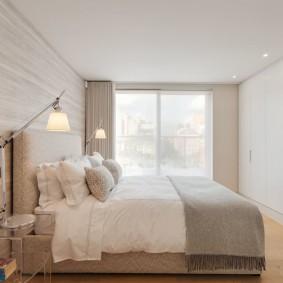 Светлые обои с спальне современного стиля