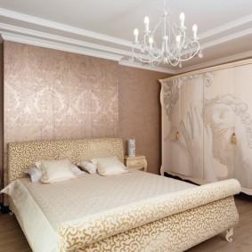 Стильная спальня с красивыми обоями