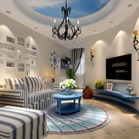 Интерьер гостиной с дугообразной стеной