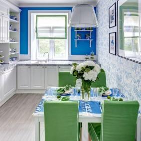 Кухонные стулья с чехлами на спинках