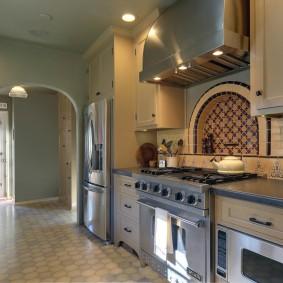 Арка в стене между кухней и коридором
