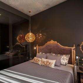 Золотистый декор в уютной спальне