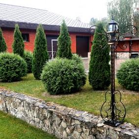 Садовый фонарь на кованной стойке
