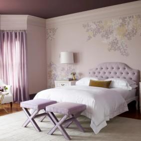 Сиреневые шторы в спальне современного стиля