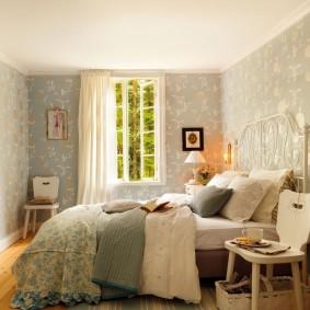 Уютная спальня в деревенском стиле