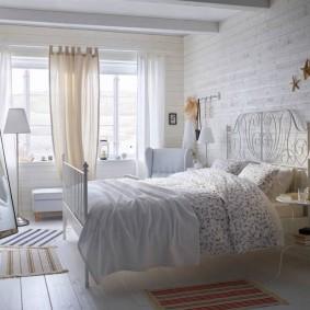 Белоснежный интерьер уютной спальни