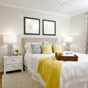 Светлая спальня с желтыми акцентами