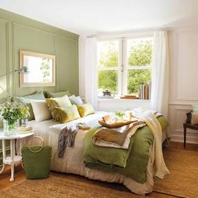 Зеленые оттенки в интерьере спальни