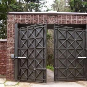 Массивные ворота с дистанционным управлением