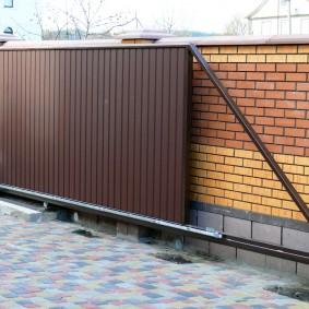 Сдвижные ворота консольной конструкции