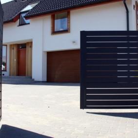 Распашные ворота из узких панелей