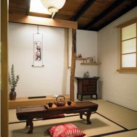 Деревянный столик в японском стиле