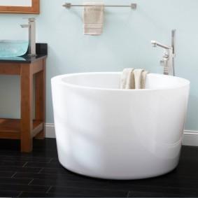 Круглая ванна небольшого размера