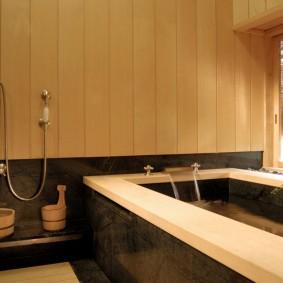 Просторная купель в ванной комнате