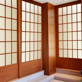 Раздвижные двери с деревянным каркасом