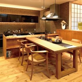 Кухонные стулья с деревянными спинками